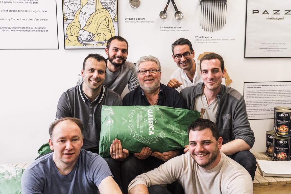 Le chef Thierry Graffagnino entouré de l'équipe Pazzi