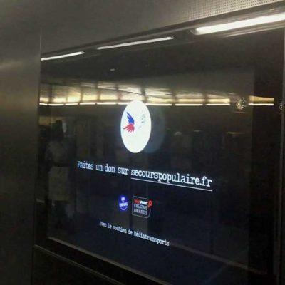 Installation publicitaire Mlle Pitch station Franklin Roosevelt pour Le Secours Populaire
